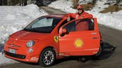 Indosport - Michael Schumacher terjatuh saat bermain ski di Pegunungan Alpen pada 23 Desember 2013.