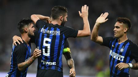 Skuat Inter Milan melakukan selebrasi. - INDOSPORT