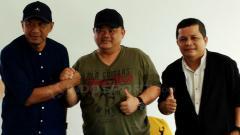 Indosport - Suasana Rahmad Darmawan berpamitan dengan Sriwijaya FC.