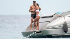 Indosport - Nicole Scherzinger dan Grigor Dimitrov saat liburan.