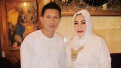 Indosport - Ismed Sofyan dan istrinya Cut Rita.