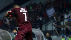 Indosport - Zulham Zamrun melakukan selebrasi usai cetak gol ke gawang PSIS Semarang.