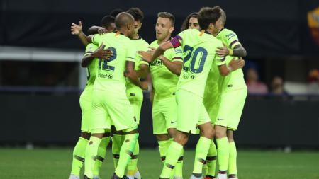 Rafinha (Barcelona) saat merayakan gol pertamanya dengan rekan setimnya, Barcelona vs AS Roma pada pertandingan ICC 2018. - INDOSPORT