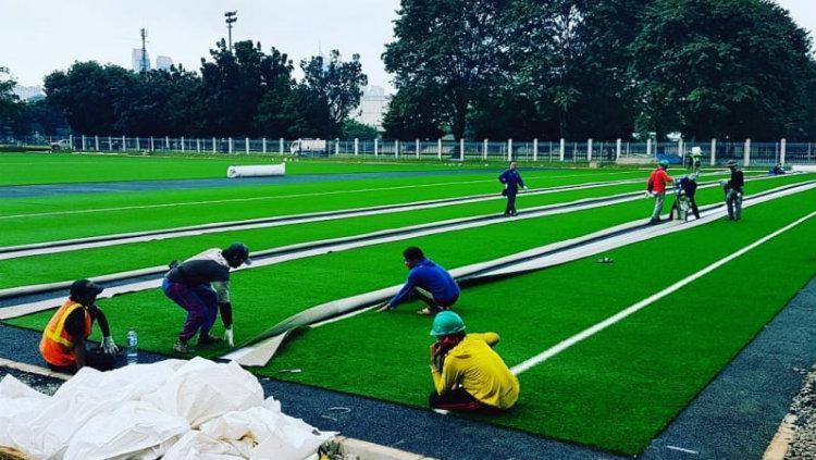 Proses renovasi Lapangan Rugby Senayan Copyright: Kumparan
