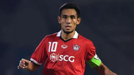 Teerasil Dangda masuk dalam daftar pemain Timnas Thailand di Kualifikasi Piala Dunia 2022. - INDOSPORT