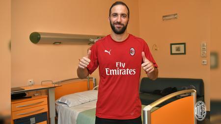 Higuain jalani tes medis di AC Milan. - INDOSPORT