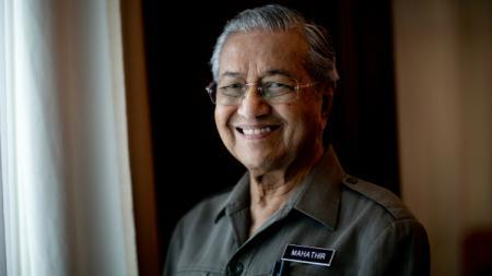 Mahathir Mohamad memutuskan untuk mundur dari jabatan sebagai Perdana Menteri Malaysia pada hari ini, Senin (24/02/20). - INDOSPORT
