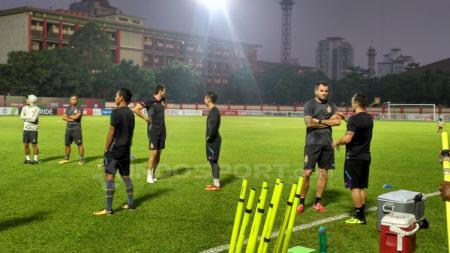 Pelatih Bhayangkara FC, Paul Munster fokus untuk membenahi fisik para pemain karena sudah lama tidak berlatih dan bertanding di Liga 1 2020 karena virus corona. - INDOSPORT