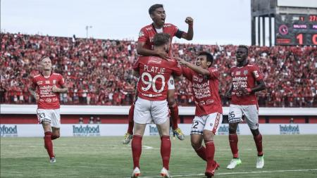 Fadhil Sausu merayakan gol yang dicetak ke gawang PSIS - INDOSPORT