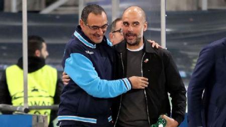 Pelatih Juventus, Maurizio Sarri, menyibukkan dirinya di tengah isolasi dengan bercanda soal transfer pemain bersama Pep Guardiola - INDOSPORT