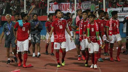 Pemain timnas Indonesia U-16 melakukan putaran kemenangan. - INDOSPORT