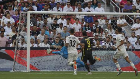 Saat gawang Real Madrid kebobolan pertama yang berawal dari gol bunuh diri Carvajal. - INDOSPORT