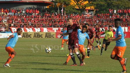 Situasi pertandingan PSM Makassar vs Perseru Serui. - INDOSPORT