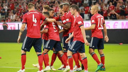 Para pemain Bayern Munchen berselebrasi usai berhasil mencetak angka ke gawang Man United - INDOSPORT