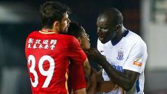 Indosport - Demba Ba marah karena mendapat perlakuan rasis.