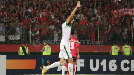 Rendy Juliansyah sapa penonton usai cetak gol.