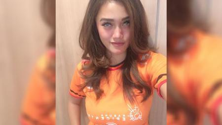 Jessie Amalia, Jakangel Cantik penggemar sang legenda Persija Jakarta. - INDOSPORT
