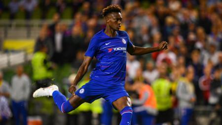 Penyerang Chelsea, Tammy Abraham, menjadi sorotan dalam laga Piala Super Eropa menghadapi Liverpool karena diving dan gagal mengeksekusi penalti. - INDOSPORT