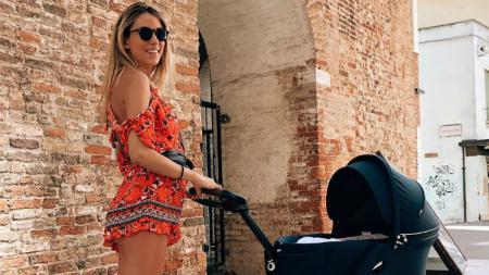 Alvaro Morata dan Alice Campello tengah menanti kelahiran anak ketiga mereka. - INDOSPORT