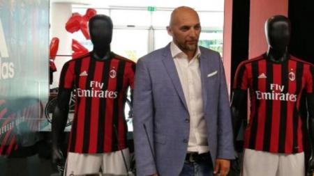 Christian Abbiati sewaktu masih menjabat manajer tim AC Milan. - INDOSPORT