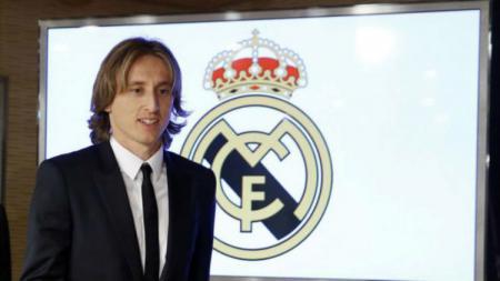 Luka Modric, pemain LaLiga Spanyol yang membela Real Madrid, baru saja pindah rumah bersama keluarga kecilnya. - INDOSPORT