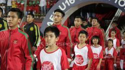 Kiper Timnas Indonesia, Ernando Ari Sutaryadi (kedua dari kiri) menegaskan dirinya siap di laga uji coba kedua melawan Nepal.