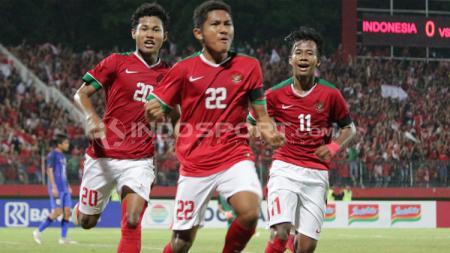 Selebrasi Fajar Fatur Rachman setelah mencetak gol pertama ke gawang Thailand di final Piala AFF U-16. - INDOSPORT