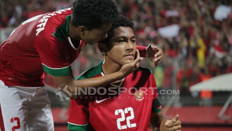 Selebrasi Muhammad Fajar Faturahman setelah mencetak gol pertama ke gawang Thailand di final Piala AFF U-16. Copyright: INDOSPORT/Fitra Herdian