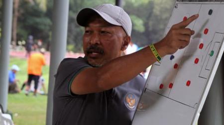 Mantan pelatih Timnas Indonesia U-16, Fakhri Husaini. - INDOSPORT