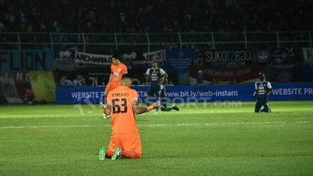 Renan Da Silva memanjat doa kepada Tuhan untuk kesuksesan Borneo FC. - INDOSPORT
