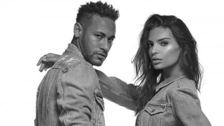 Neymar berpose dengan model cantik Emily Ratajkowski. - INDOSPORT