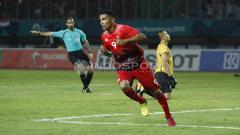 Indosport - Beto Goncalves akan melakukan selebrasi usai mencetak gol. Herry Ibrahim