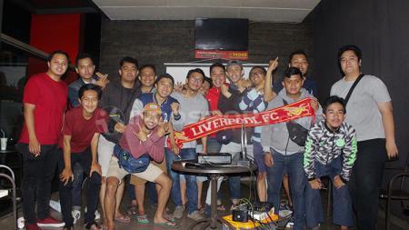 The Reds Tangsel melakukan foto bersama. - INDOSPORT