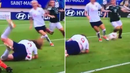 Lauren Hemp cetak gol aneh ke gawang Meksiko di Piala Dunia Wanita U-20 2018. - INDOSPORT