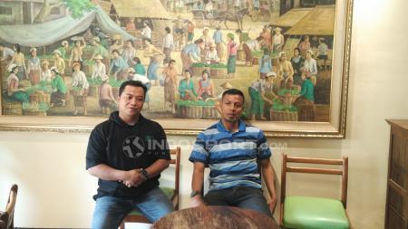 Bejo Sugiantoro saat diperkenalkan sebagai pelatih caretaker Persebaya. - INDOSPORT