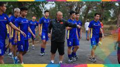 Indosport - Timnas Vietnam latihan di jalanan jelang Asian Games 2018.