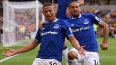Indosport - Pemain Everton, Richarlison usai cetak gol ke gawang Watford