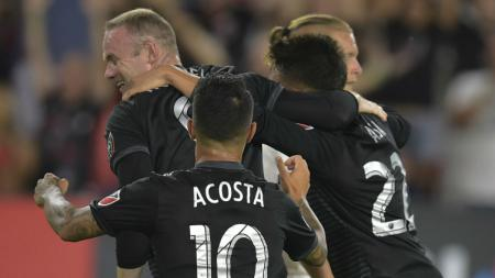 Rekan satu tim Wayne Roonery, Luciano Acosta diincar Manchester United. - INDOSPORT
