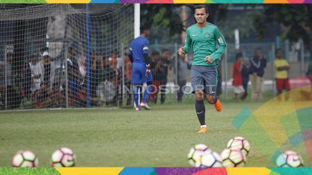 Rezaldi Hehanusa tengah menjalani latihan bersama Timnas Indonesia. - INDOSPORT