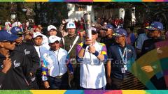 Indosport - 1.500 Anak Kecil Warnai Kirab Obor Api Asian Games 2018 di Istana Presiden Cipanas.