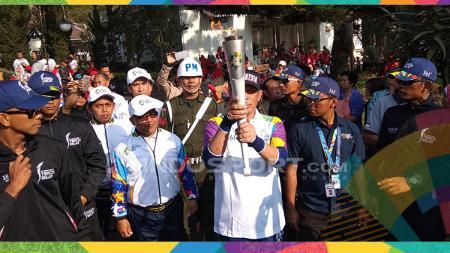 1.500 Anak Kecil Warnai Kirab Obor Api Asian Games 2018 di Istana Presiden Cipanas. - INDOSPORT