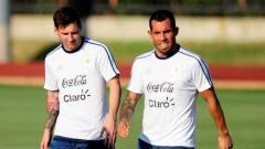 Indosport - Eks Manchester United, Carlos Tevez, ikut angkat bicara soal kondisi pandemi Corona saat ini yang membuat sejumlah klub menerapkan kebijakan potong gaji.