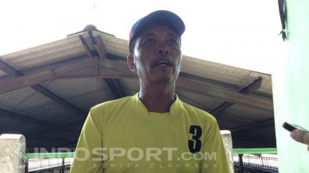 M. Khoiron, pelatih Mochammad Supriadi - INDOSPORT