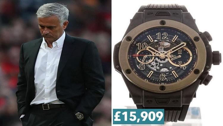 Jose Mourinho mempunyai jam mewah berwarna emas edisi khusus Copyright: The Sun