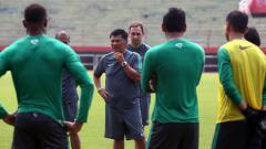 Indosport - Mantan pelatih Tim Nasional Indonesia Benny Dollo.