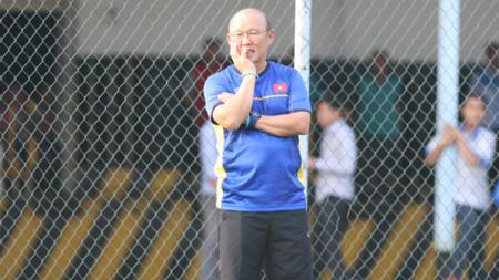 Setelah babak belur di Kualifikasi Piala Dunia 2022 zona Asia, pelatih timnas Vietnam yakni Park Hang-seo langsung berpamitan dengan anak asuhnya. - INDOSPORT