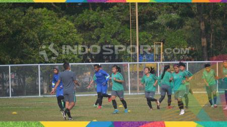 Skuat Timnas Sepak Bola Wanita Indonesia sedang berlatih jelang lawan Maladewa - INDOSPORT