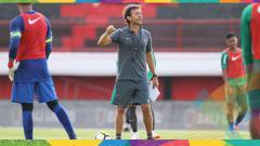 Indosport - Luis Milla saat memimpin latihan.