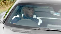 Indosport - Romelu Lukaku saat tiba di tempat latihan Manchester United di Carrington.