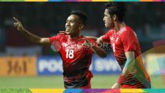 Indosport - Irfan Jaya dan Gavin Kwan selebrasi usai gol dalam laga Indonesia vs Palestina.